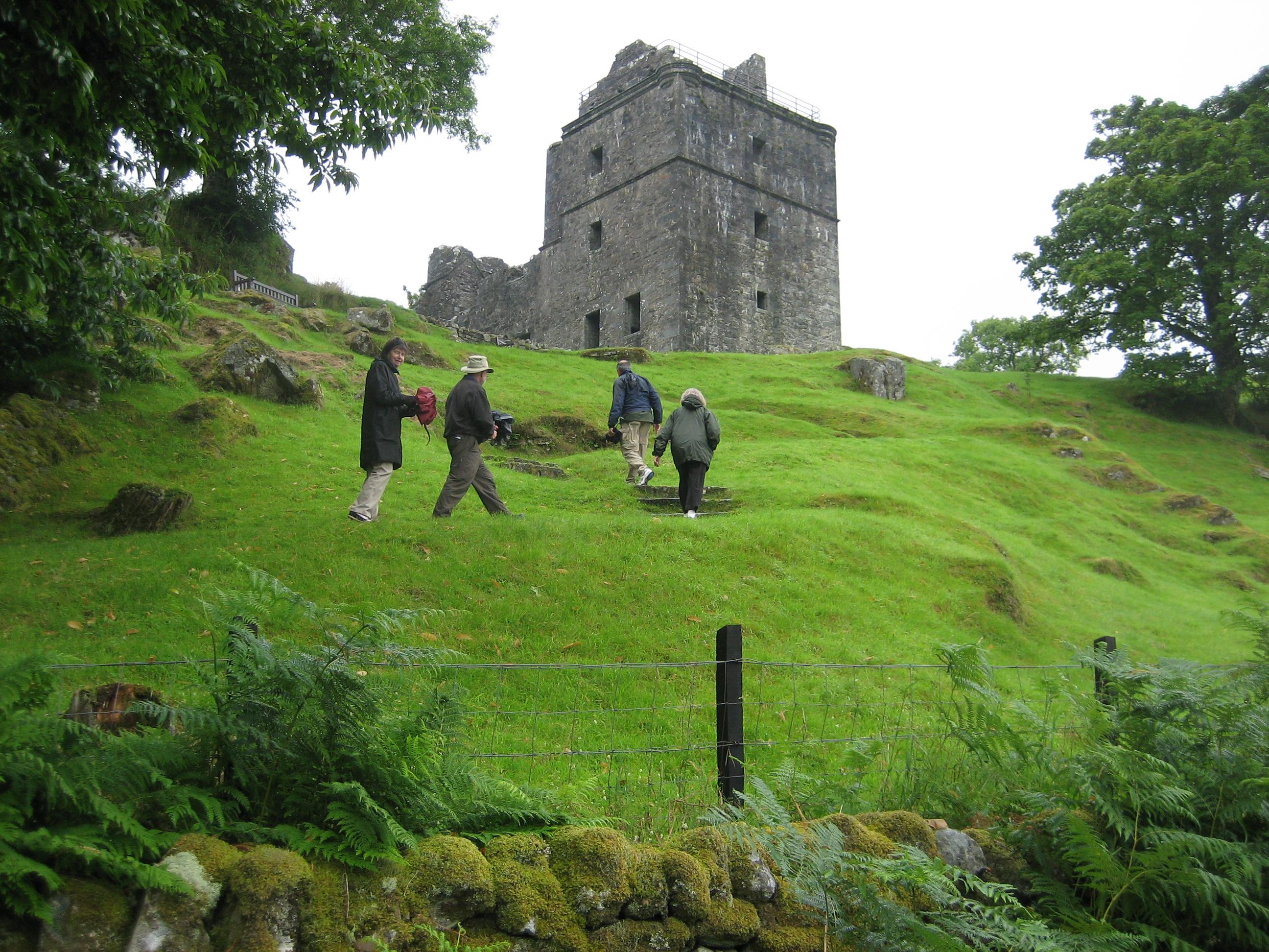 Approaching Carnesserie Castle