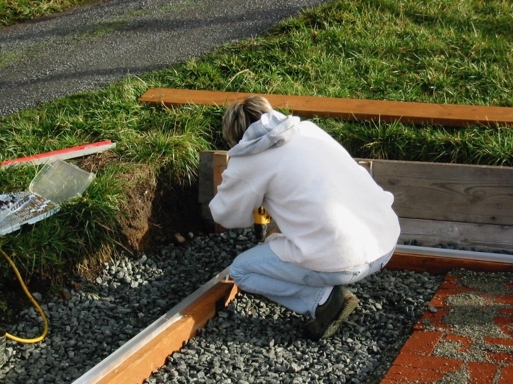 Yvonne screws down tracks