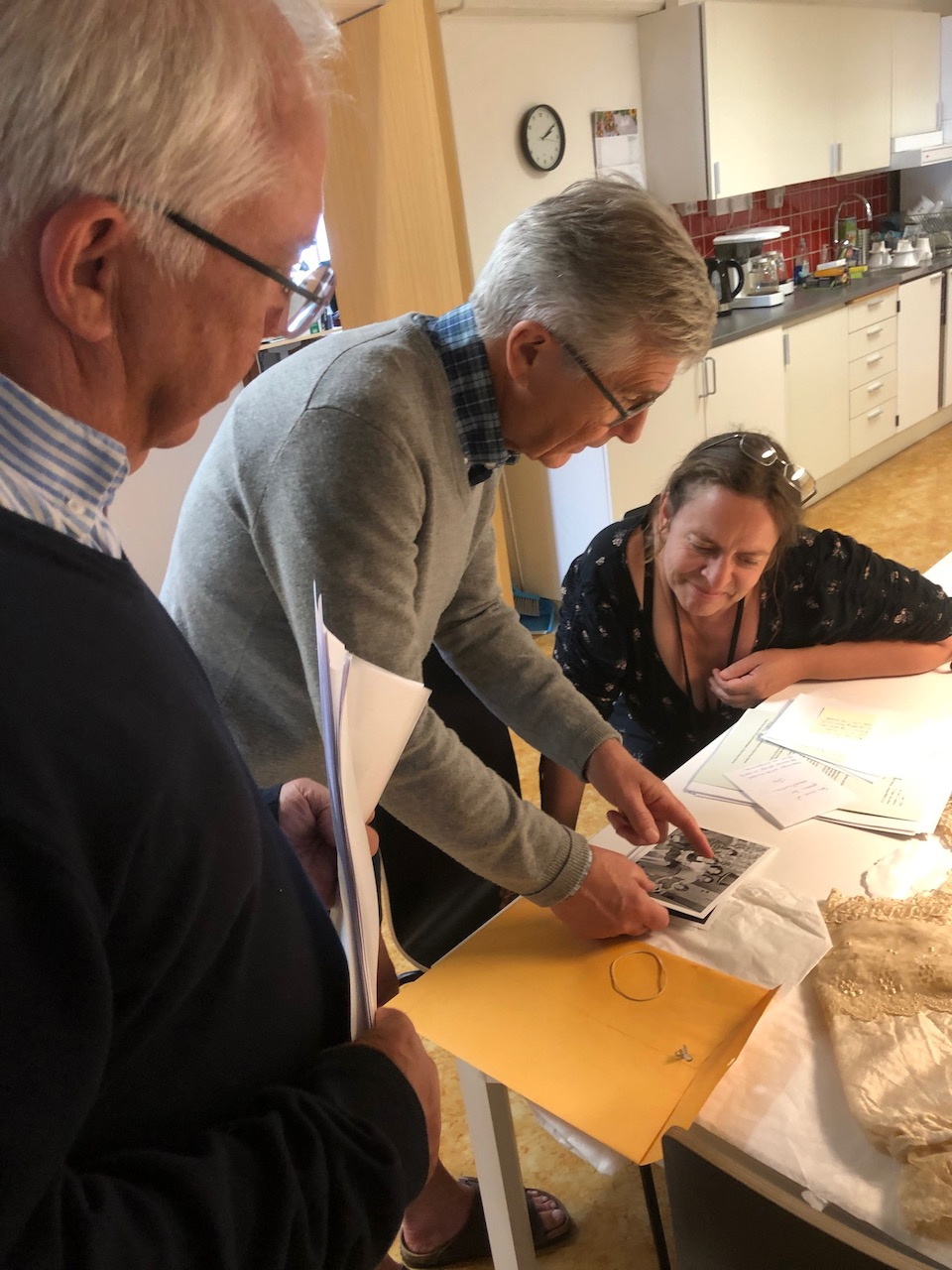Anders and Peter deliver dress and material to Simrishamn museum